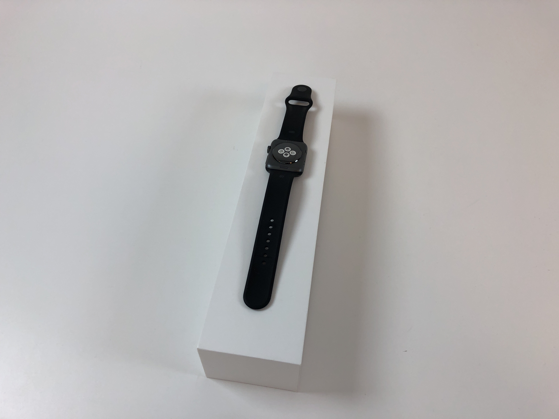 Watch Series 2 Aluminum (42mm), Space Gray, Black Sport Band, bild 2