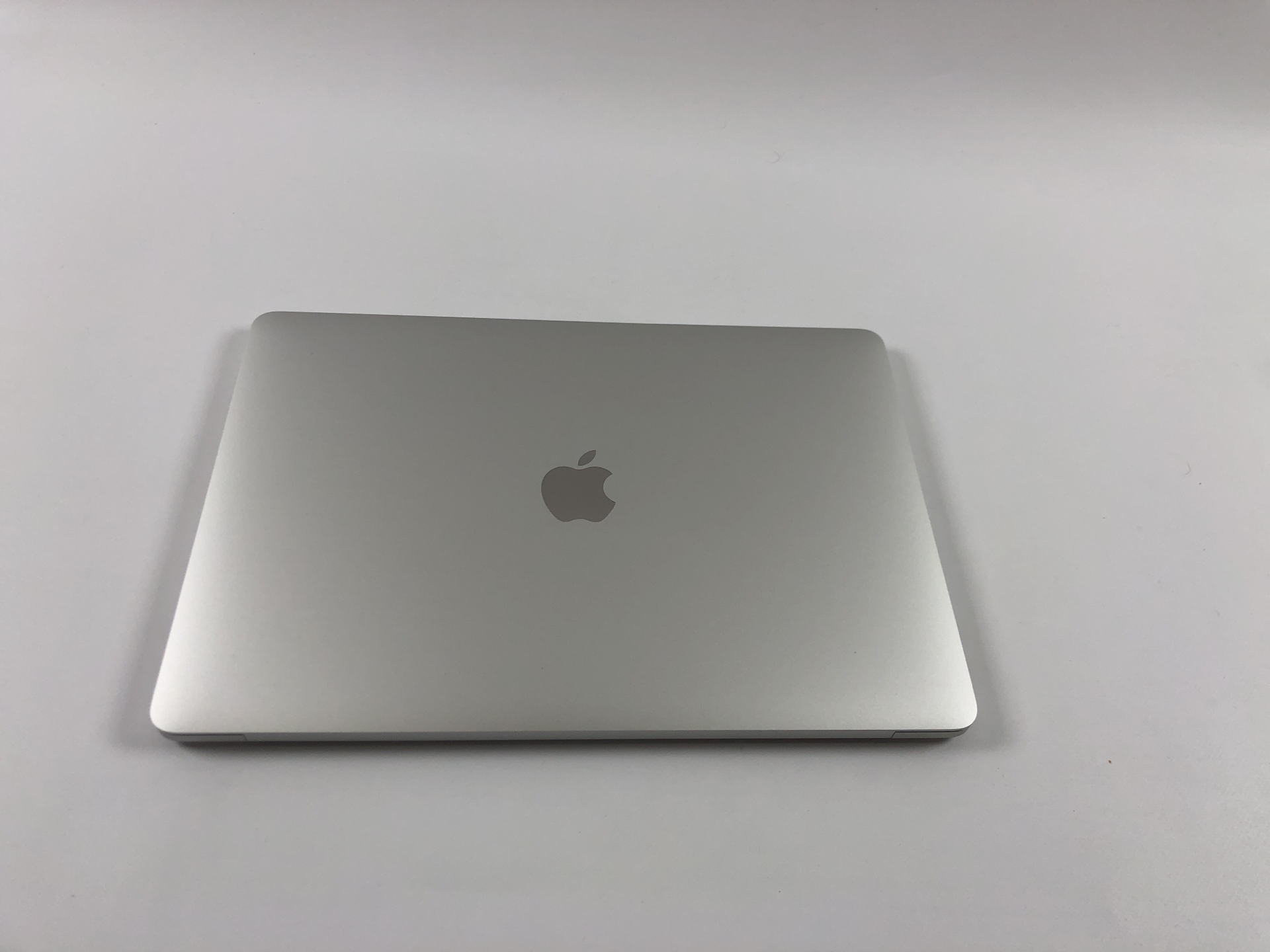 "MacBook Pro 13"" 4TBT Mid 2018 (Intel Quad-Core i5 2.3 GHz 8 GB RAM 512 GB SSD), Silver, Intel Quad-Core i5 2.3 GHz, 8 GB RAM, 512 GB SSD, Kuva 2"