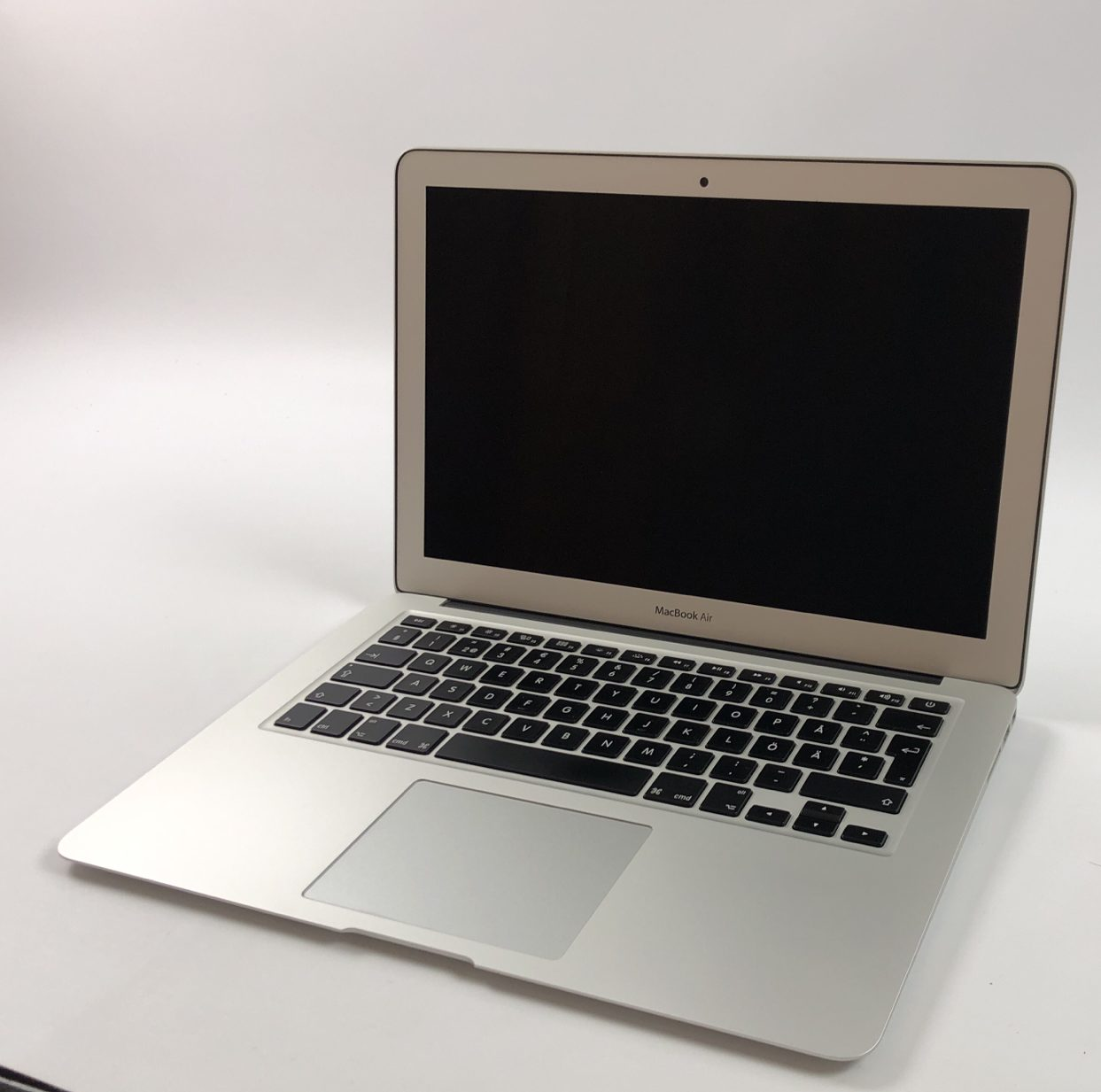 "MacBook Air 13"" Early 2015 (Intel Core i5 1.6 GHz 4 GB RAM 128 GB SSD), Intel Core i5 1.6 GHz, 4 GB RAM, 128 GB SSD, Kuva 1"