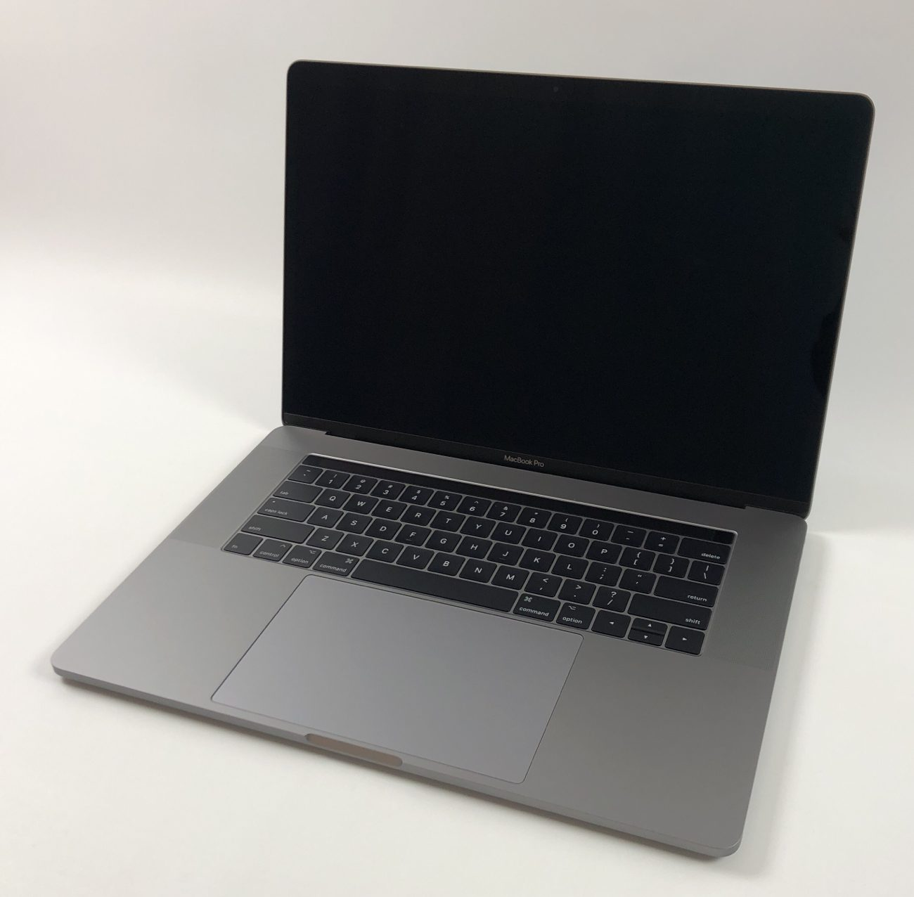 "MacBook Pro 15"" Touch Bar Mid 2017 (Intel Quad-Core i7 2.8 GHz 16 GB RAM 256 GB SSD), Space Gray, Intel Quad-Core i7 2.8 GHz, 16 GB RAM, 256 GB SSD, Kuva 1"