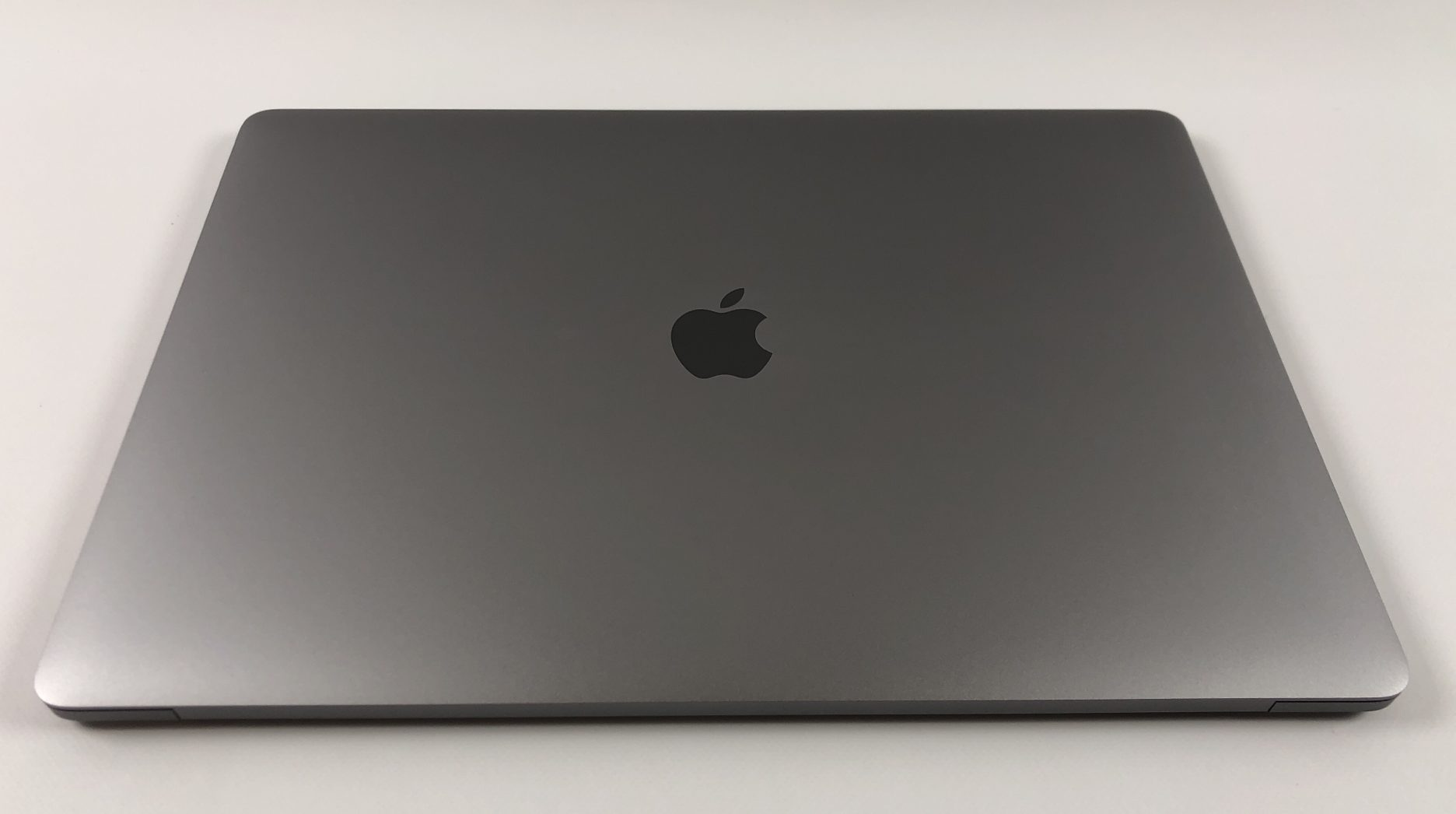"MacBook Pro 15"" Touch Bar Mid 2017 (Intel Quad-Core i7 2.8 GHz 16 GB RAM 256 GB SSD), Space Gray, Intel Quad-Core i7 2.8 GHz, 16 GB RAM, 256 GB SSD, Kuva 2"
