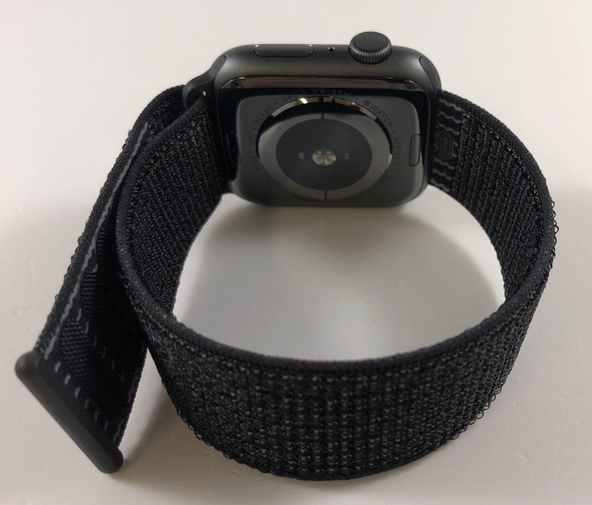 Watch Series 4 Aluminum (44mm), Space Gray, Black Nike Sport Loop, bild 3