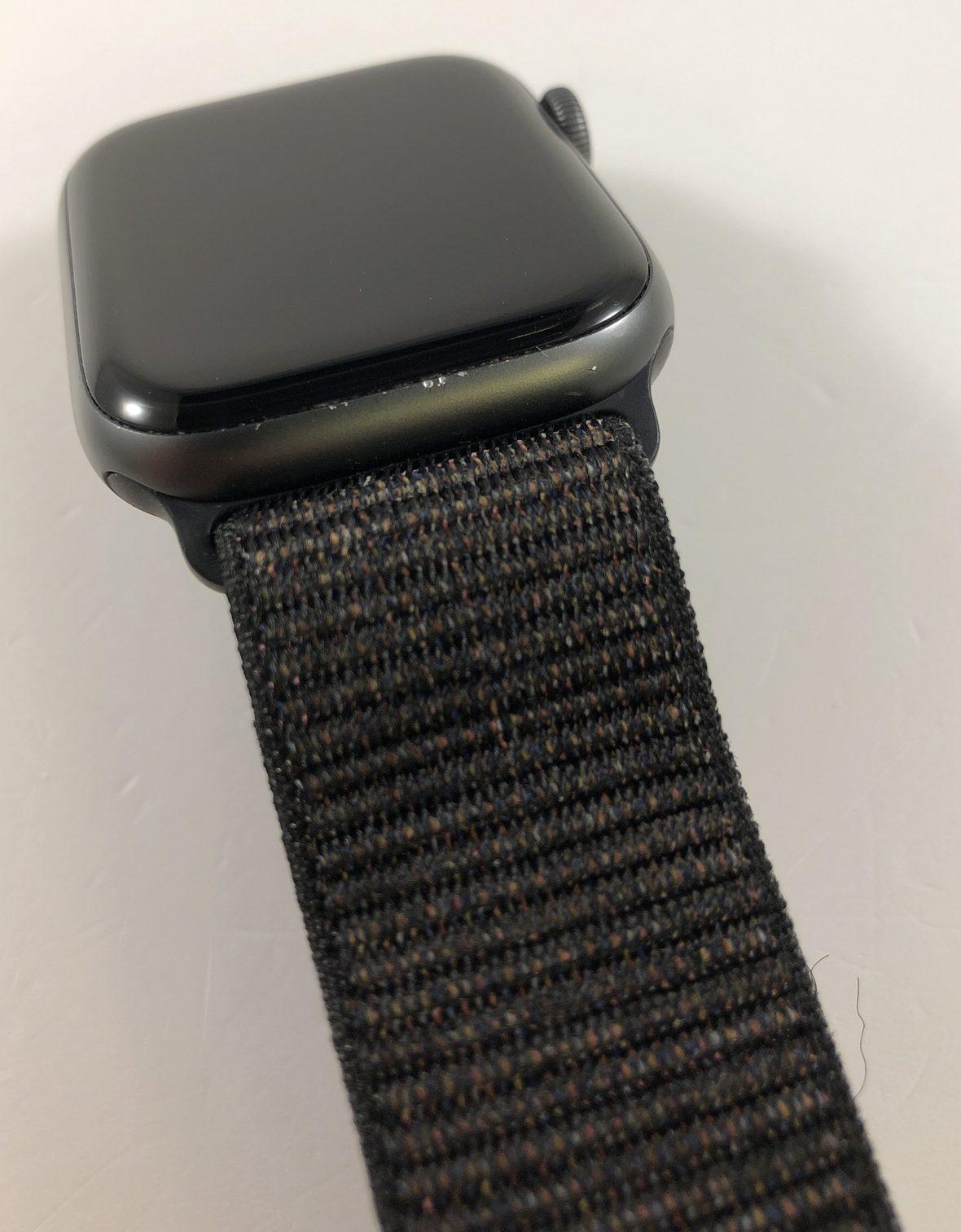 Watch Series 4 Aluminum (44mm), Space Gray, Black Sport Loop, bild 3