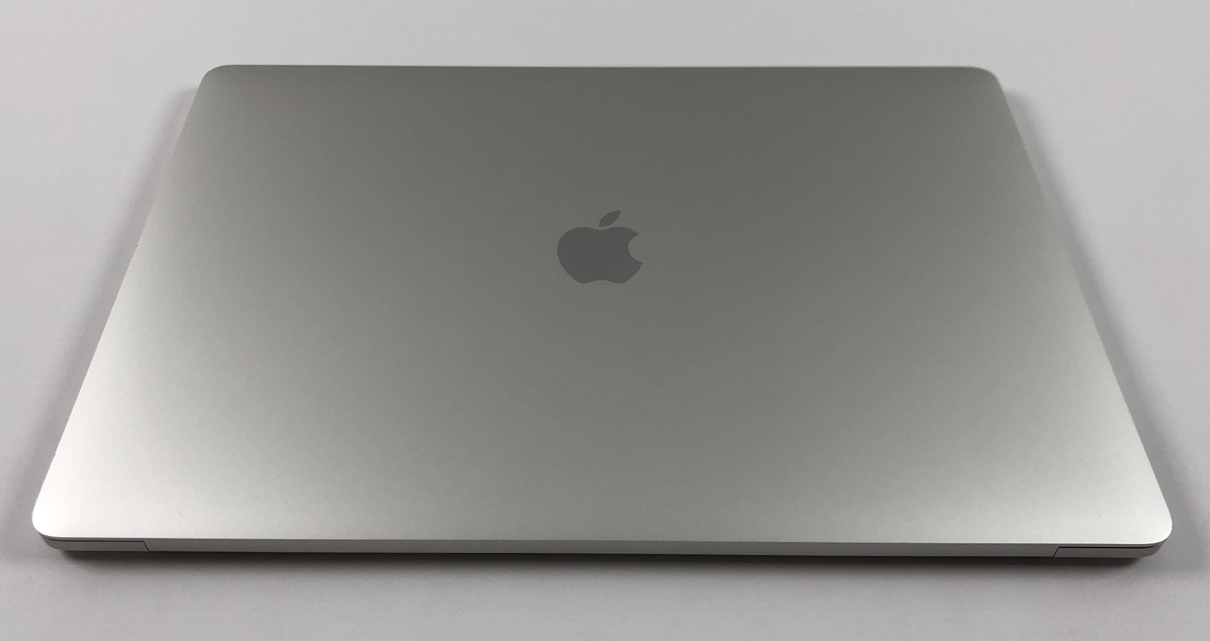 """MacBook Pro 15"""" Touch Bar Mid 2018 (Intel 6-Core i7 2.2 GHz 16 GB RAM 256 GB SSD), Silver, Intel 6-Core i7 2.2 GHz, 16 GB RAM, 256 GB SSD, bild 2"""