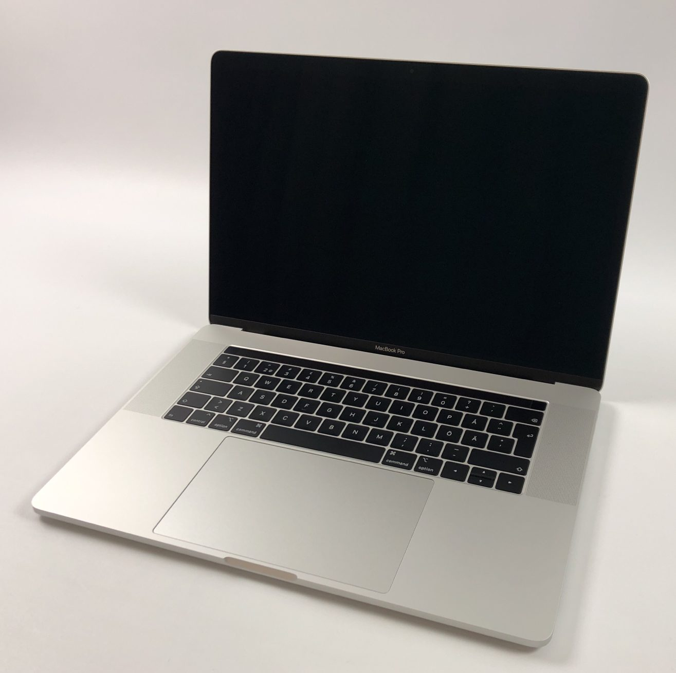 """MacBook Pro 15"""" Touch Bar Mid 2018 (Intel 6-Core i7 2.2 GHz 16 GB RAM 256 GB SSD), Silver, Intel 6-Core i7 2.2 GHz, 16 GB RAM, 256 GB SSD, bild 1"""