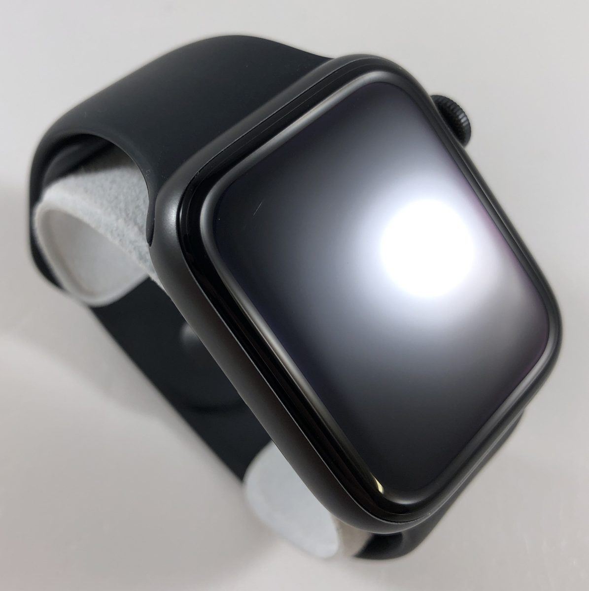 Watch Series 5 Aluminum Cellular (44mm), Space Gray, image 2