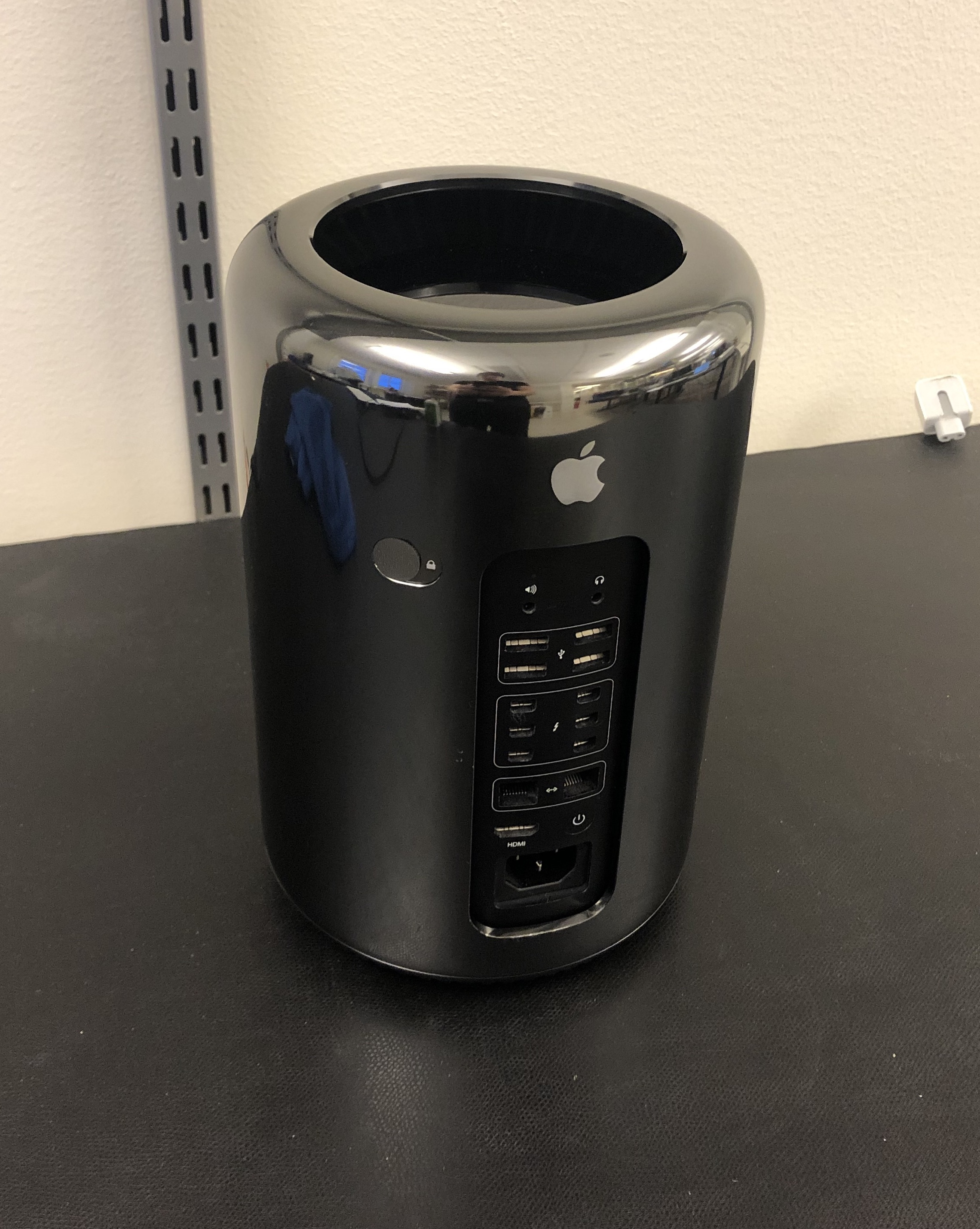 Mac Pro Late 2013 (Intel Quad-Core Xeon 3.7 GHz 12 GB RAM 256 GB SSD), 3,7 GHz Quad-Core Intel Xeon E5, 12 GB 1866 MHz DDR3, 256 GB SSD, bild 2