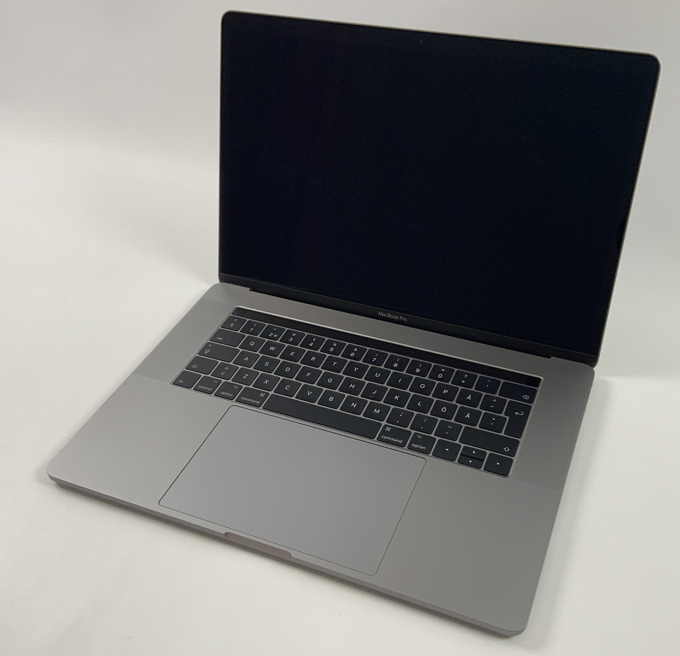 "MacBook Pro 15"" Touch Bar Mid 2017 (Intel Quad-Core i7 2.8 GHz 16 GB RAM 256 GB SSD), Space Gray, Intel Quad-Core i7 2.8 GHz, 16 GB RAM, 256 GB SSD, obraz 1"