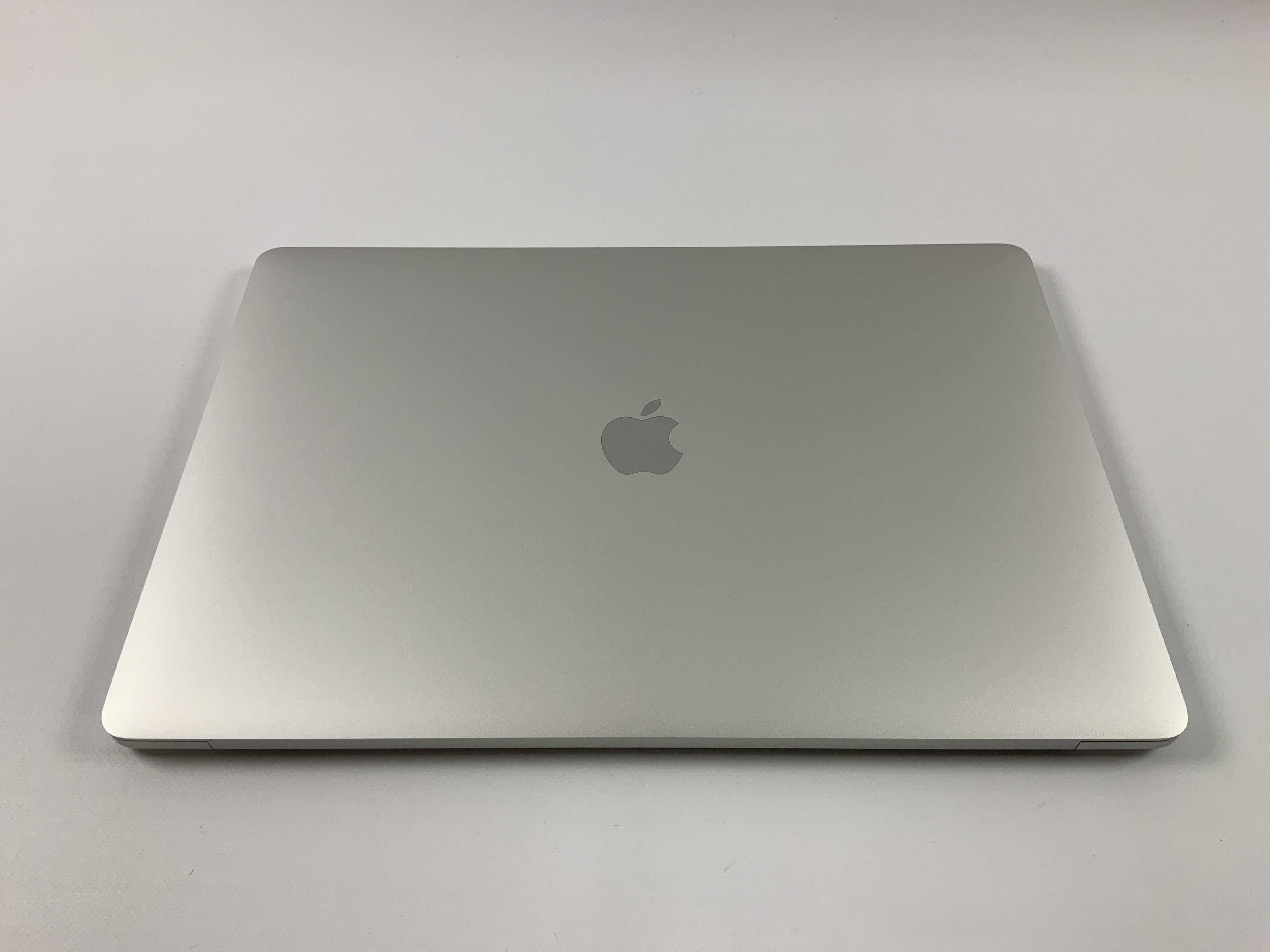 "MacBook Pro 15"" Touch Bar Mid 2017 (Intel Quad-Core i7 2.9 GHz 16 GB RAM 512 GB SSD), Silver, Intel Quad-Core i7 2.9 GHz, 16 GB RAM, 512 GB SSD, Afbeelding 2"