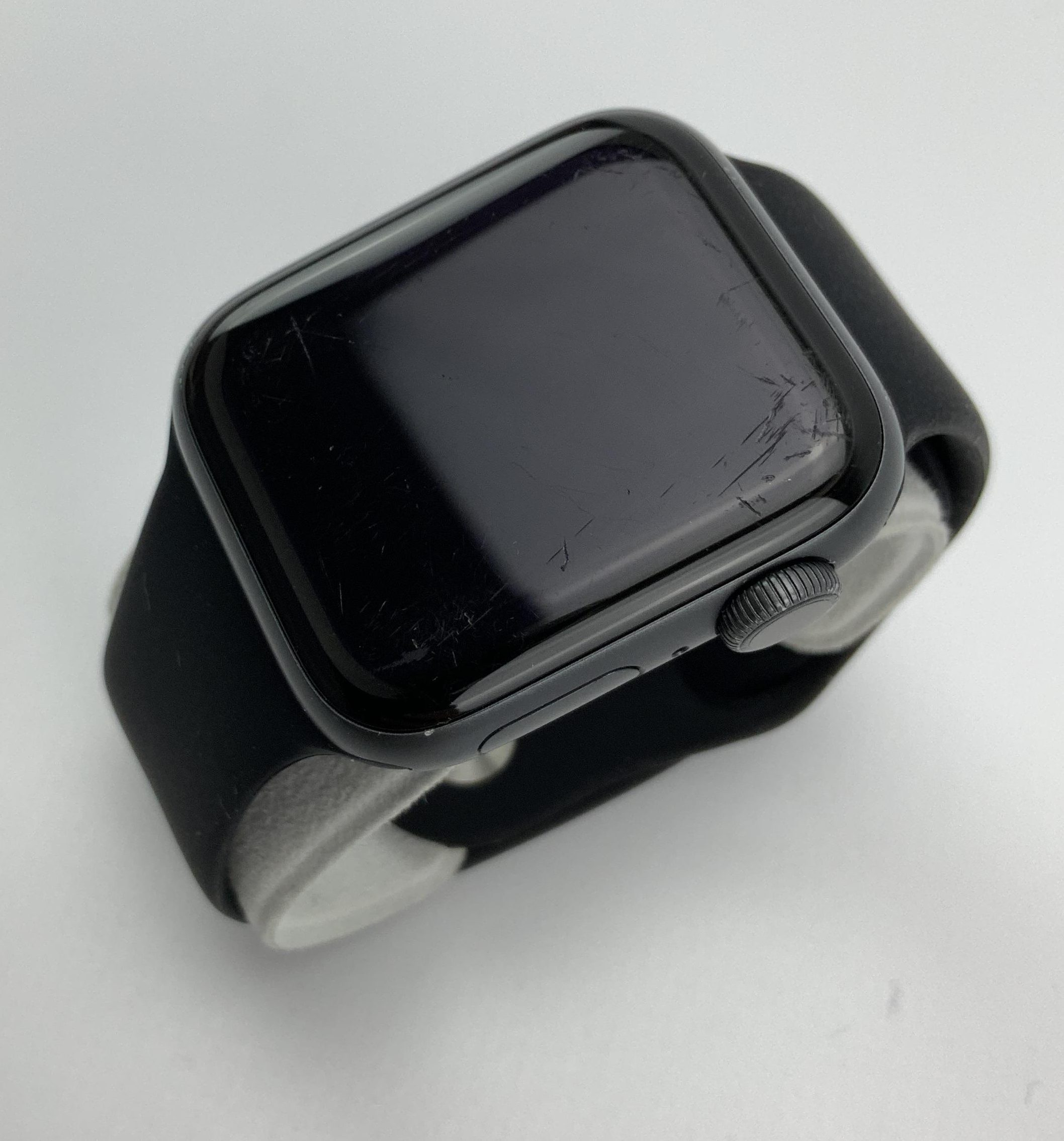 Watch Series 4 Aluminum (40mm), Space Gray, Black Sport Band, imagen 3