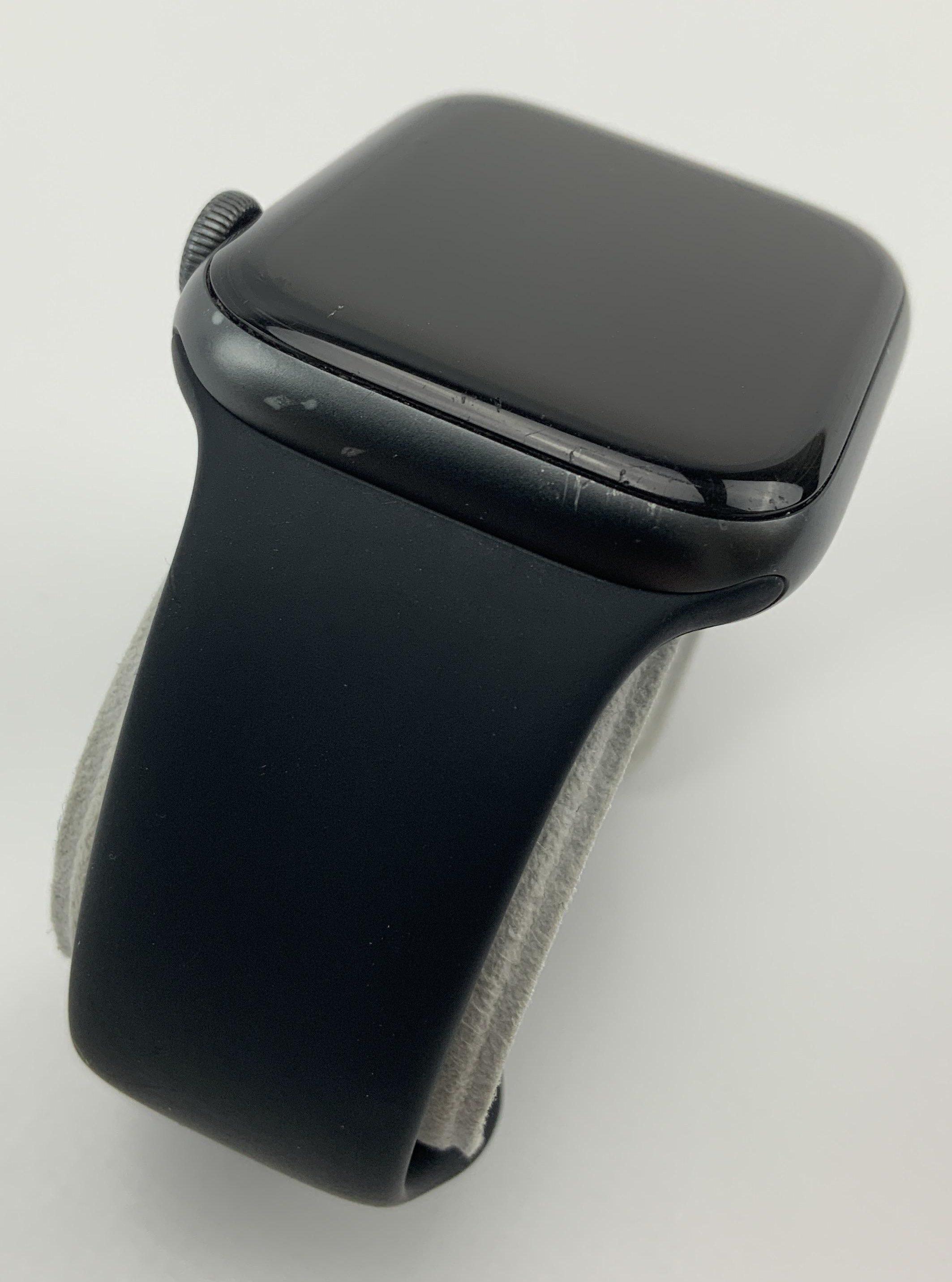 Watch Series 4 Aluminum (44mm), Space Gray, Black Sport Band, Kuva 3