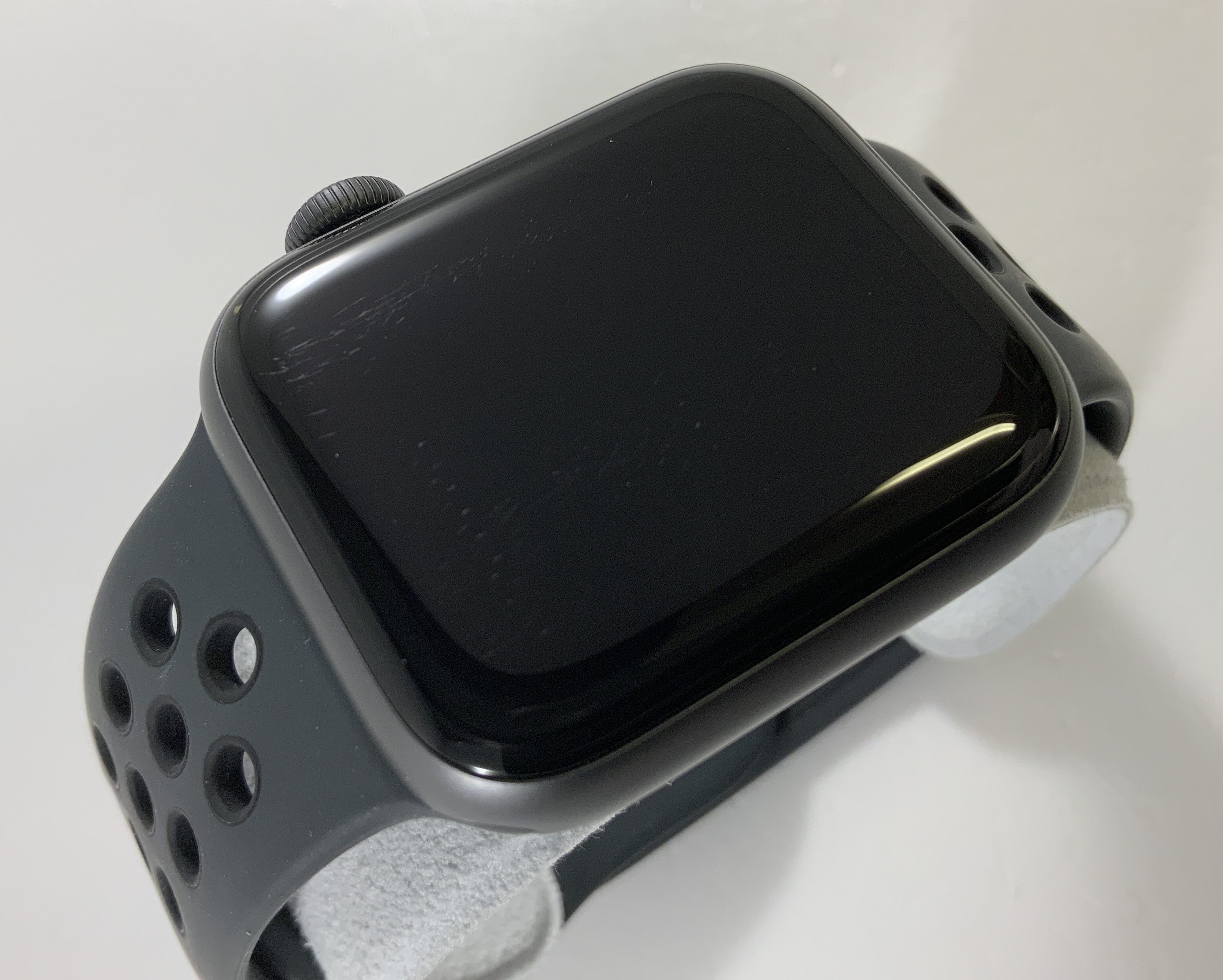 Watch Series 4 Aluminum Cellular (40mm), Space Gray, Anthracite/Black Nike Sport Band, Afbeelding 2