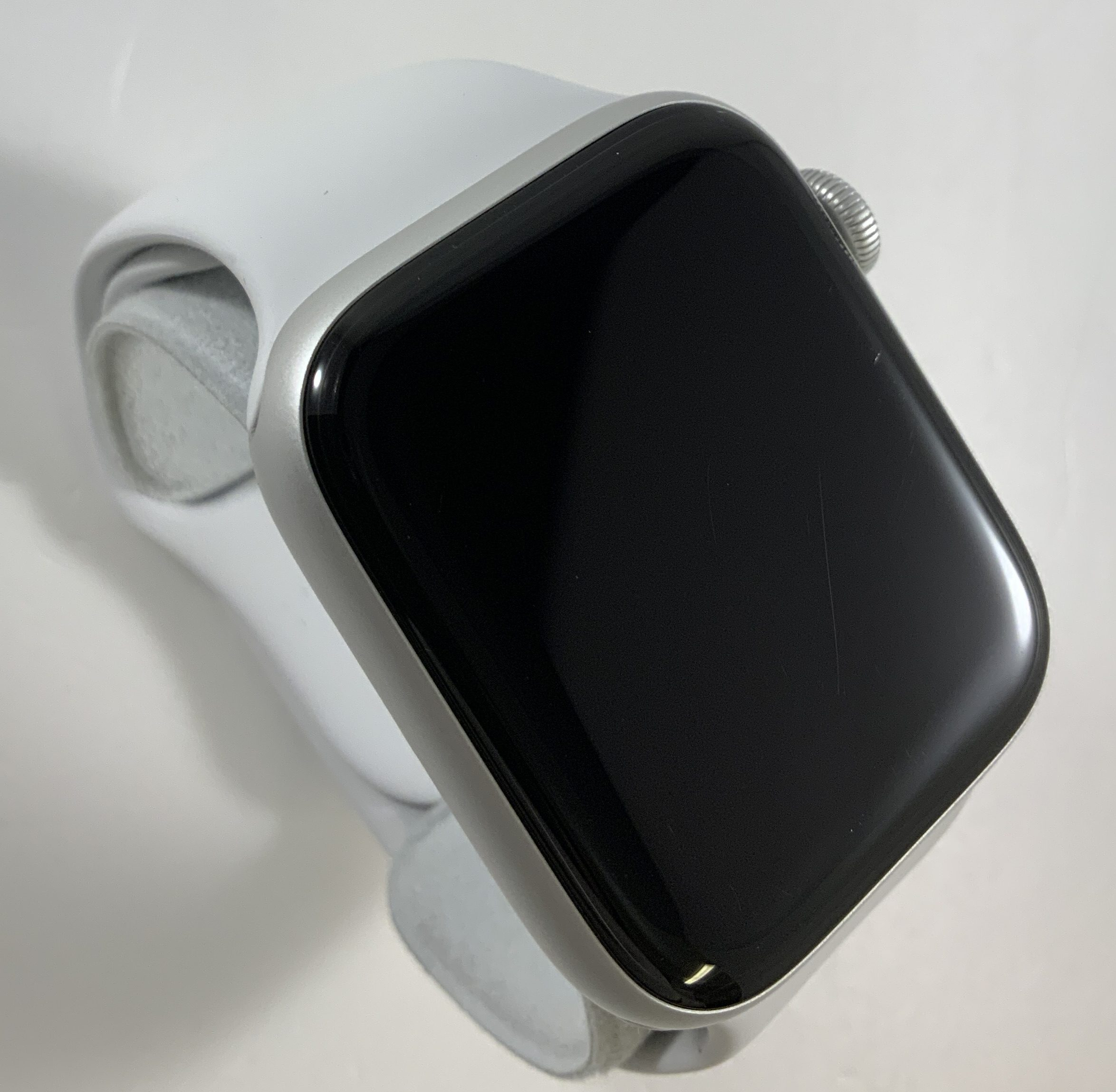 Watch Series 4 Aluminum Cellular (44mm), Silver, White Sport Band, image 2