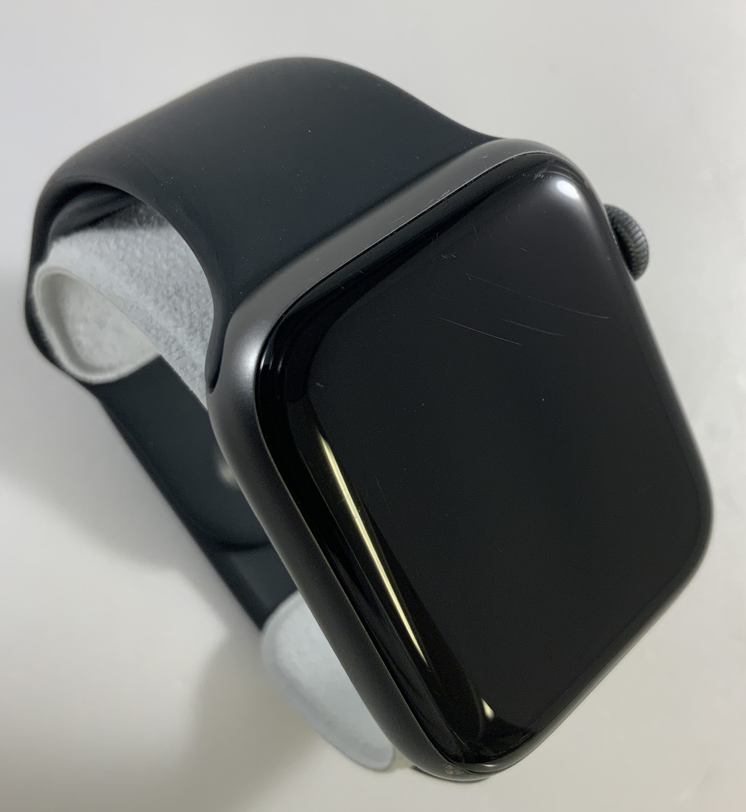 Watch Series 4 Aluminum Cellular (44mm), Space Gray, Black Sport Band, Kuva 2