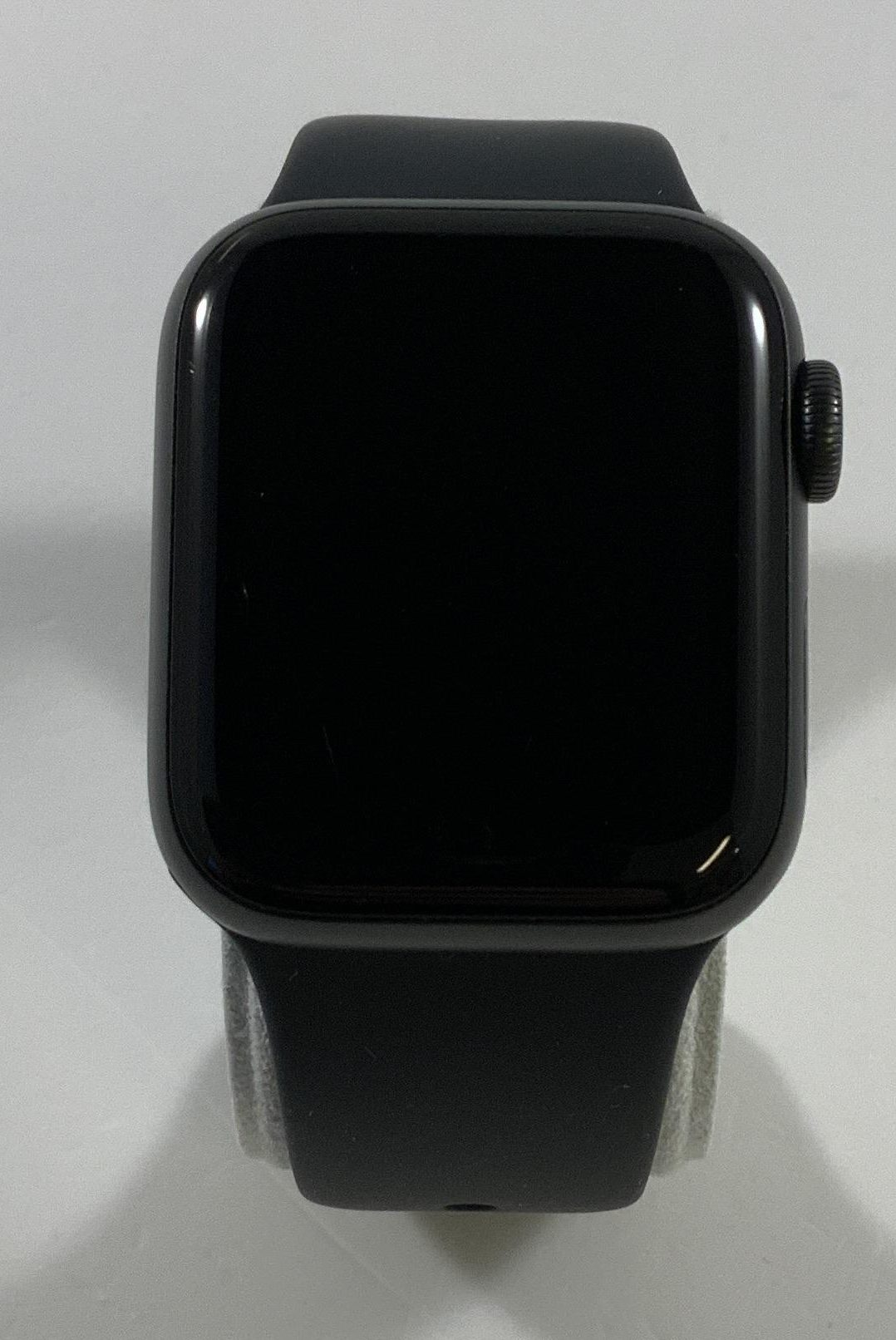 Watch Series 5 Aluminum (40mm), Space Gray, image 1