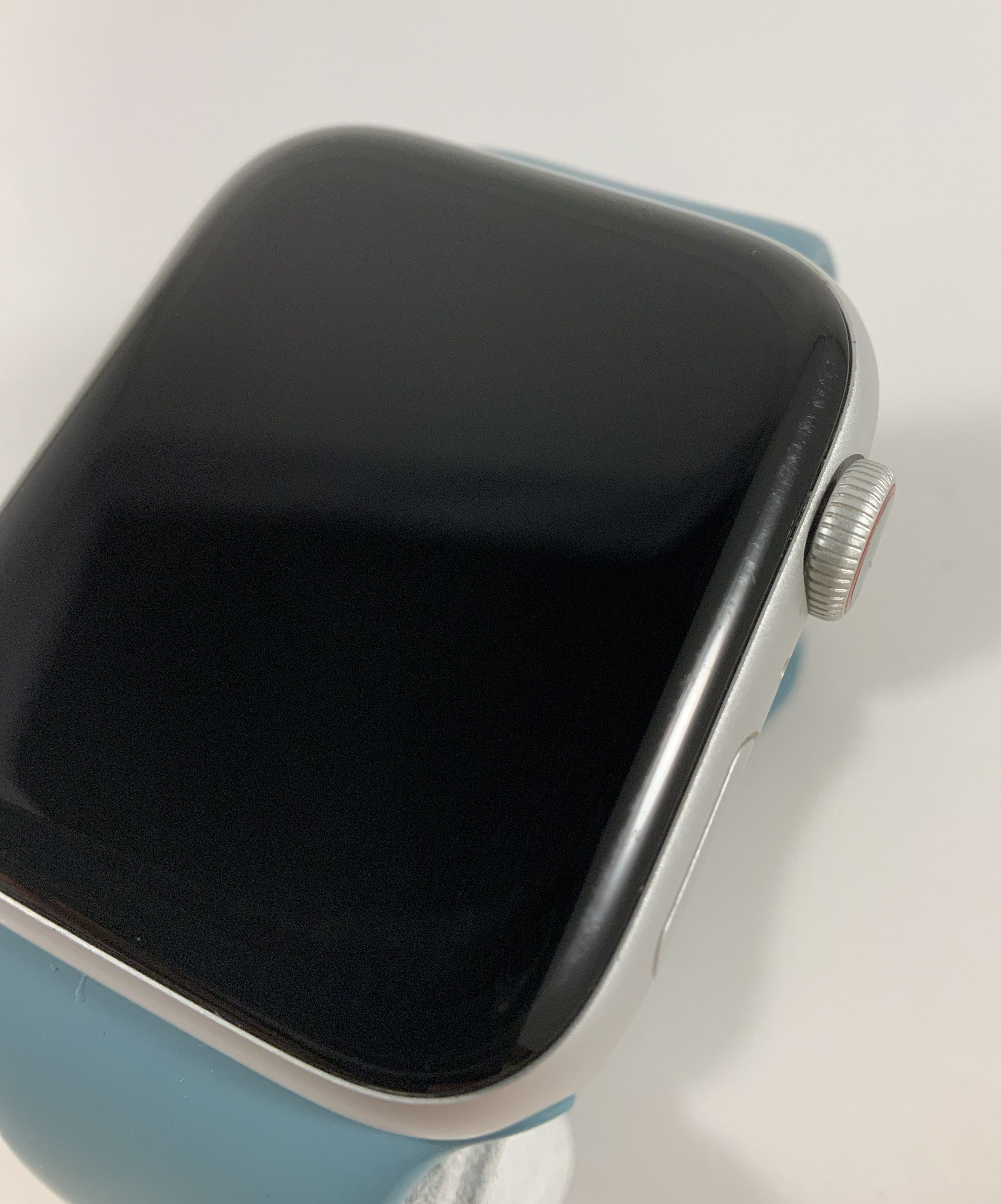 Watch Series 5 Aluminum Cellular (44mm), Silver, image 3