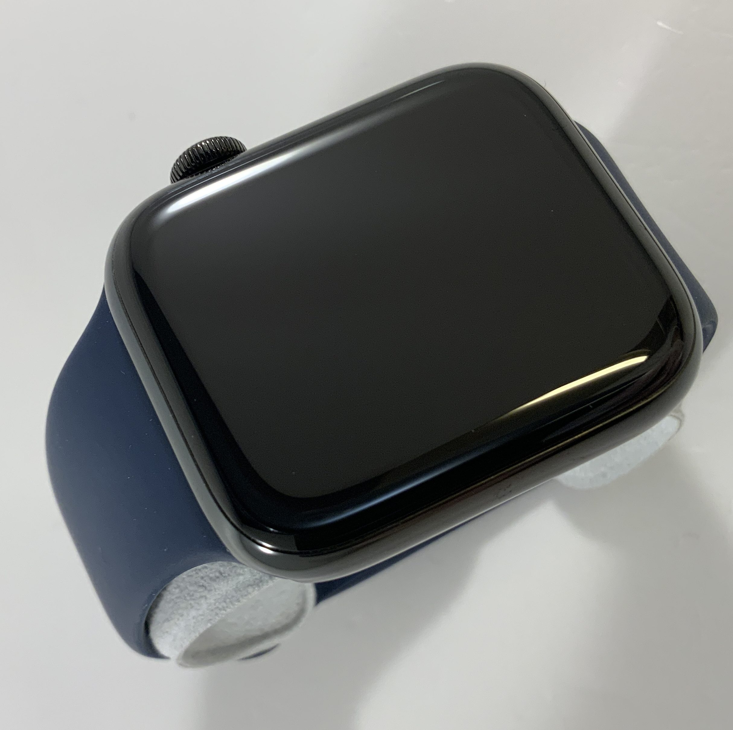 Watch Series 5 Steel Cellular (44mm), Space Black, image 4